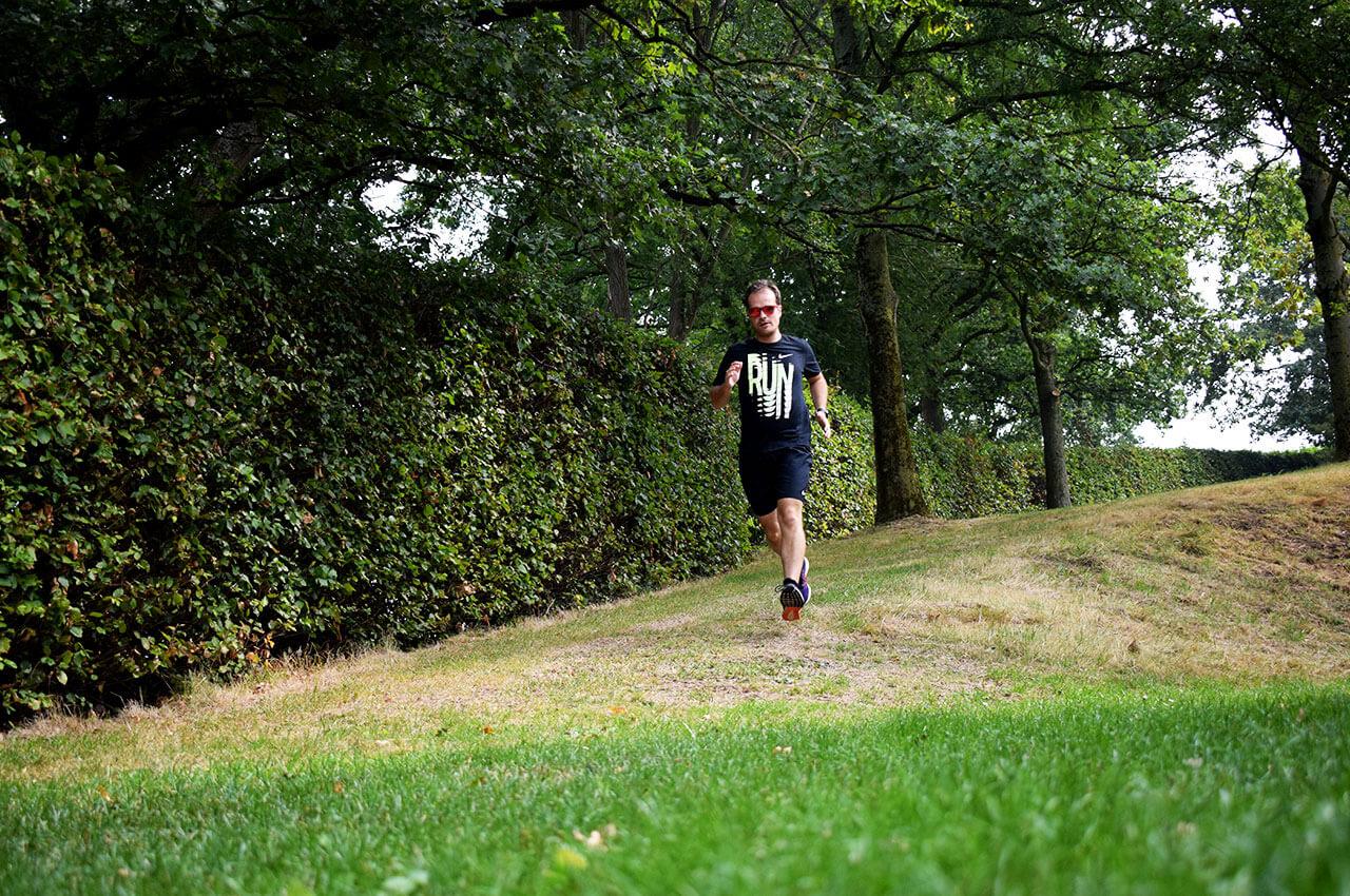 Calorieverbruik hardlopen tijdens hardlopen op het gras