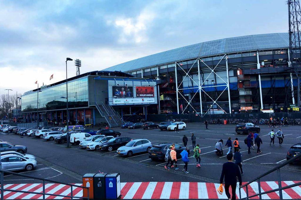 Bij de Kuip Rotterdam is de finish van de DSW Bruggenloop