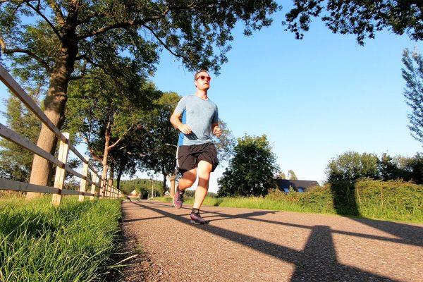 hardloopschema 10 kilometer in 45 minuten