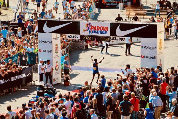 hardloopschema halve marathon in 2 uur