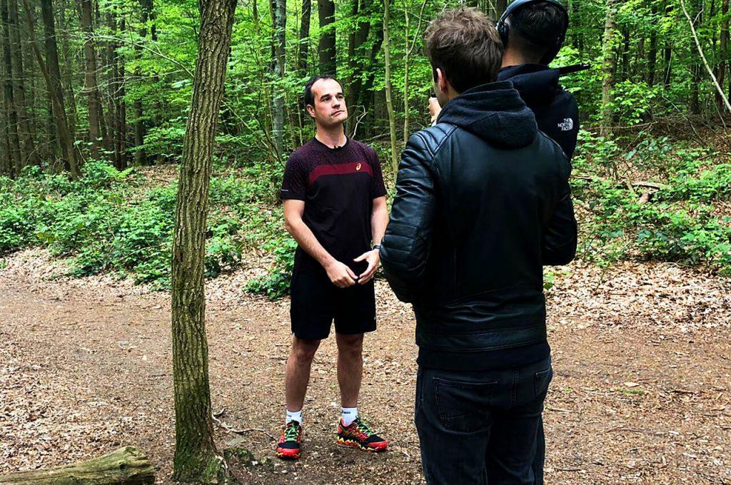 Interview geven vooraf de hardloopclinic ASICS FrontRunner