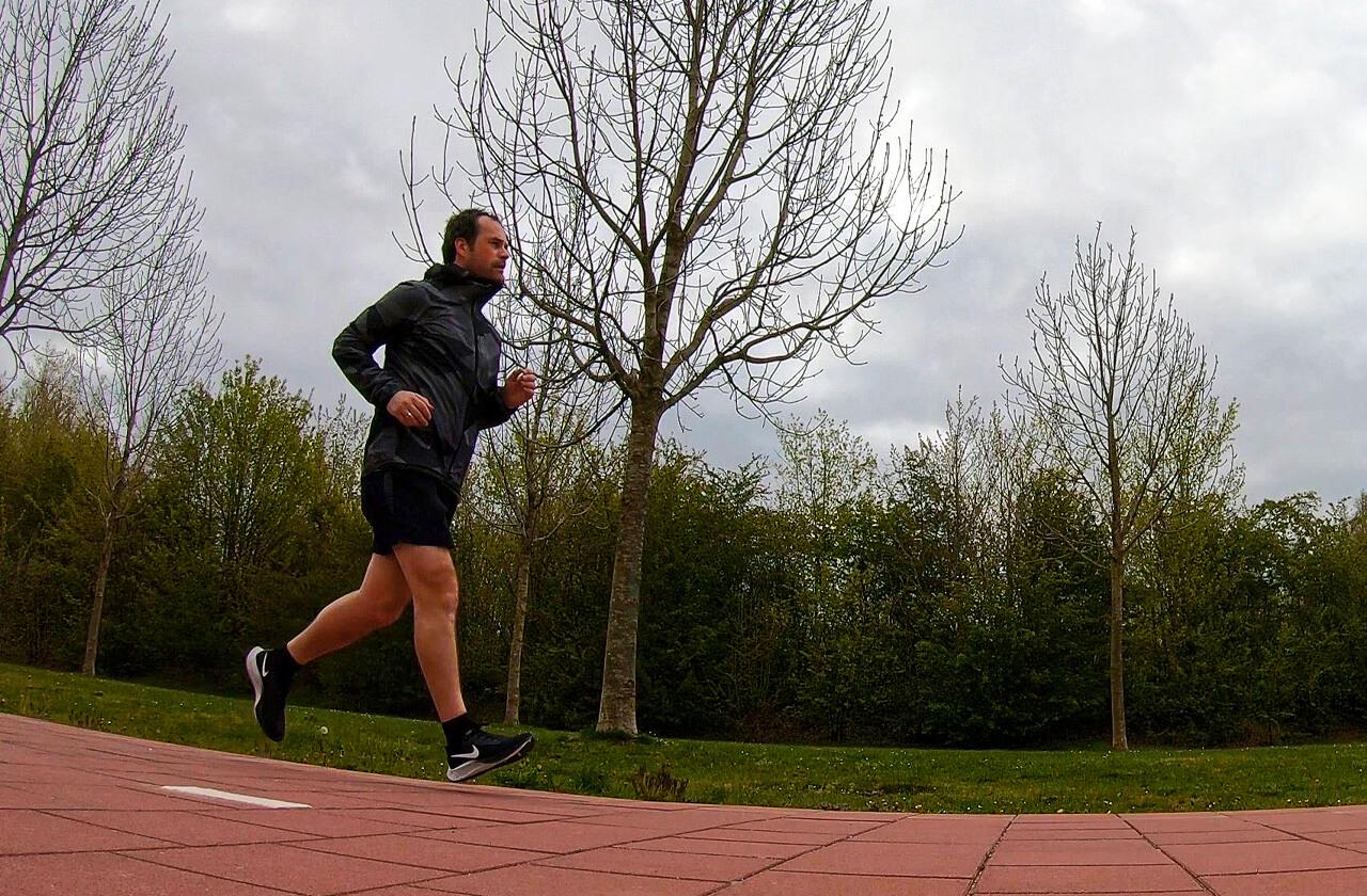Het hardloopschema voor een snelle 5 kilometer