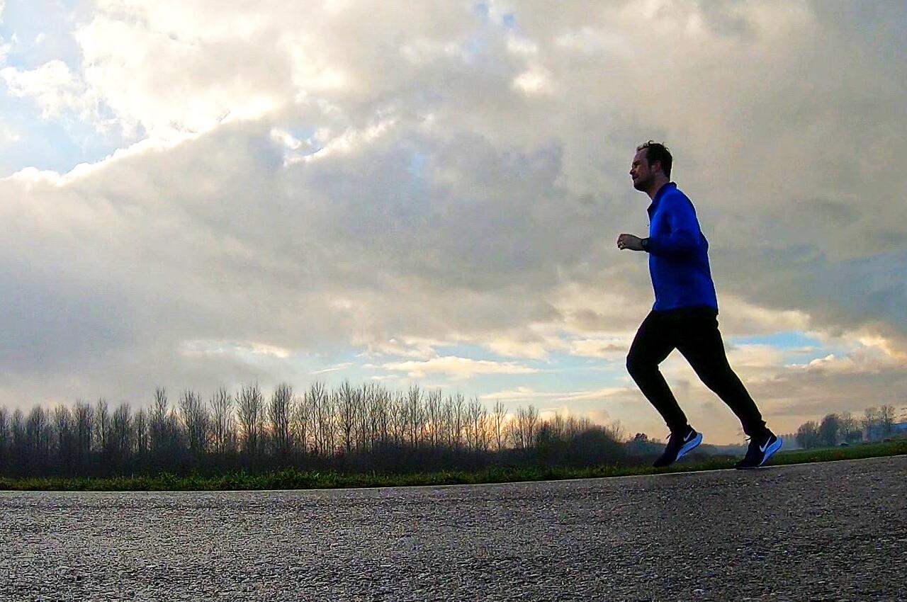 Het hardloopschema van een halve marathon uitlopen