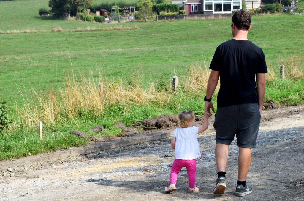 Ongetraind 10 km hardlopen als kersverse papamen lopen met mijn dochter