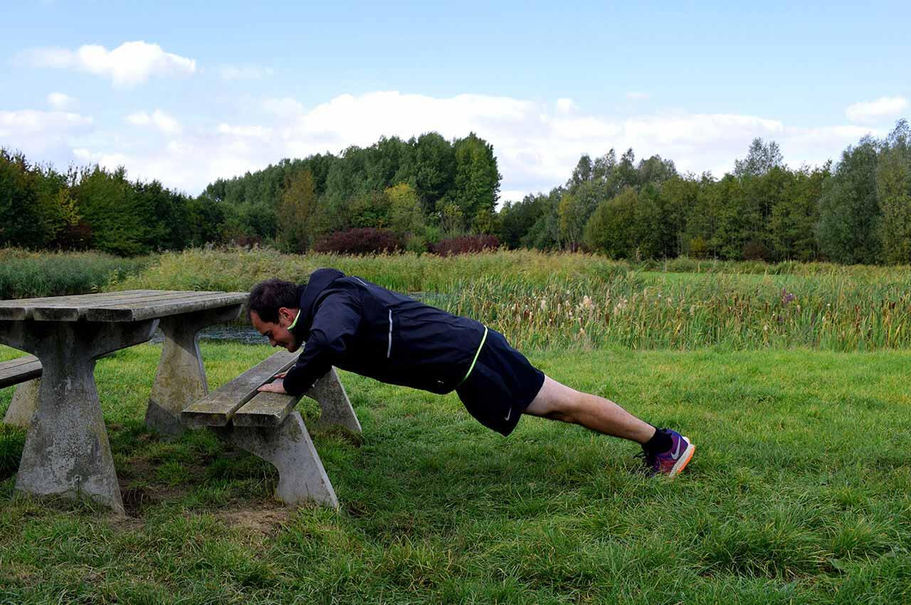 Pushup om core te versterken tijdens is krachttraining hardlopen