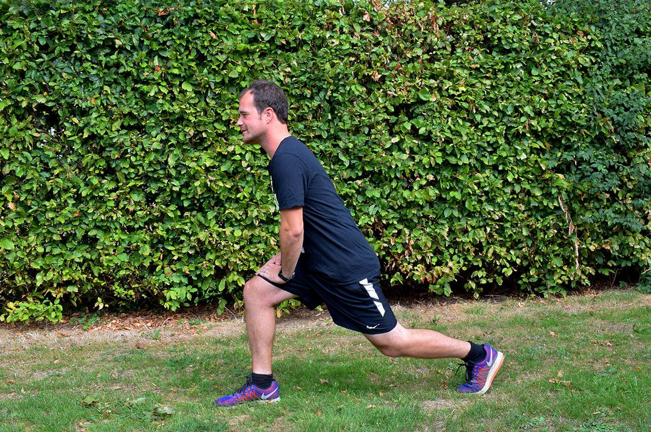 De lunge die onderdeel is van de leg workout oefeningen