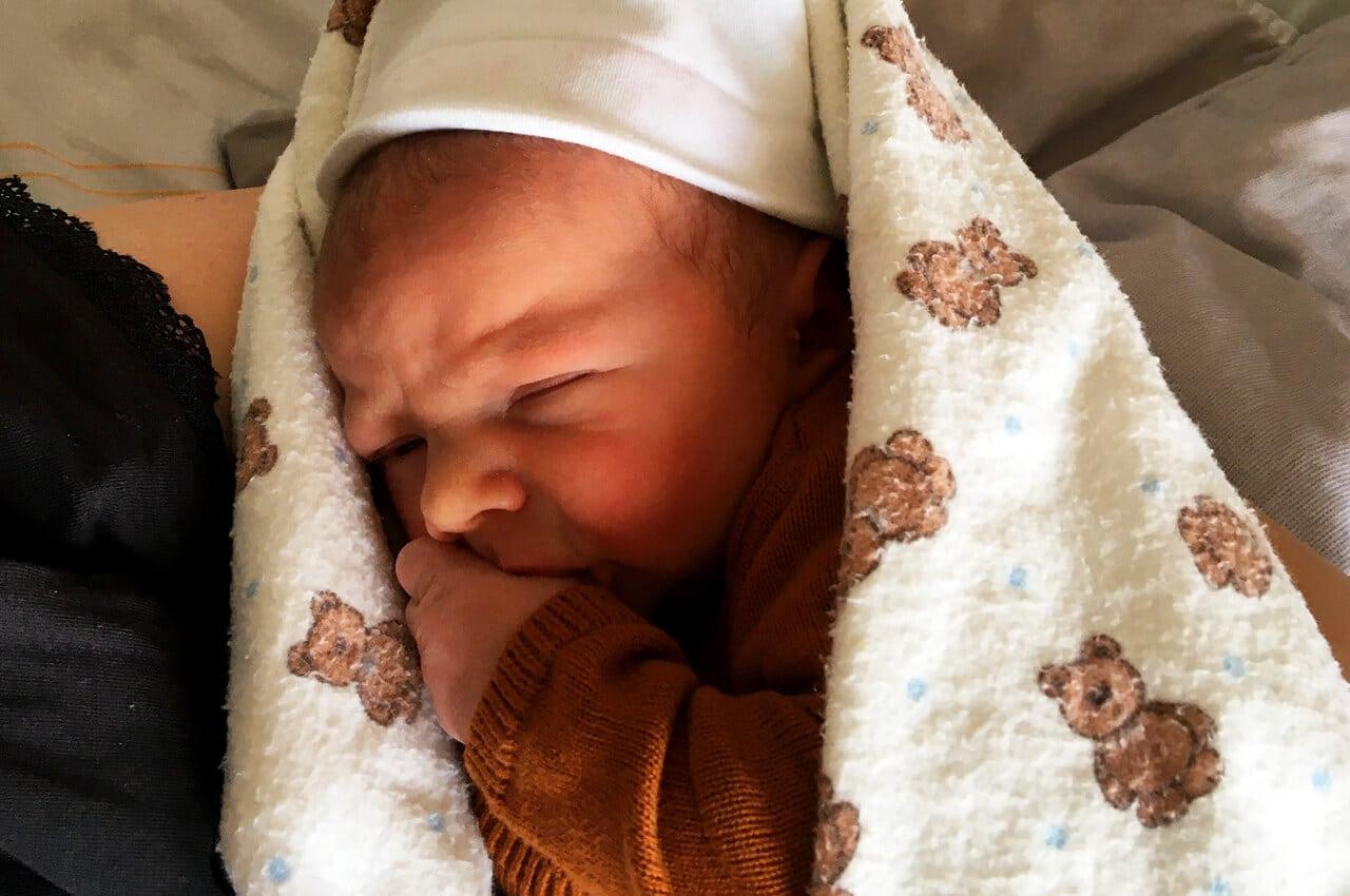 Kleine Lewis is geboren