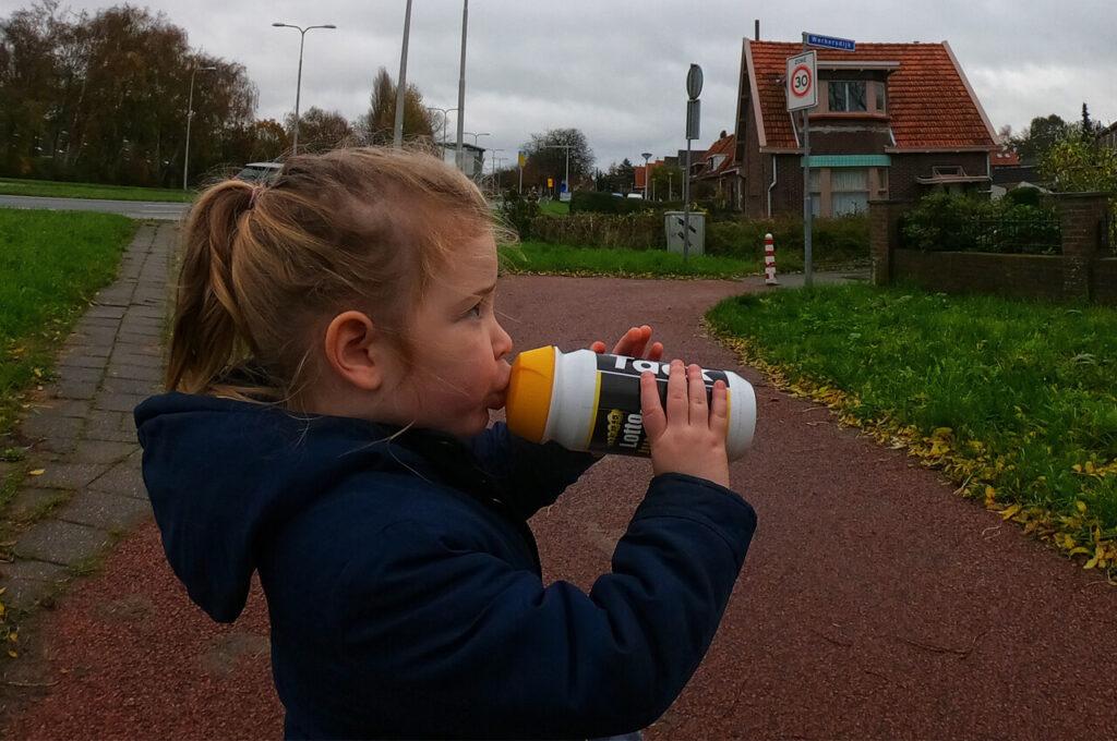 Drinkpauze tijdens het rennen