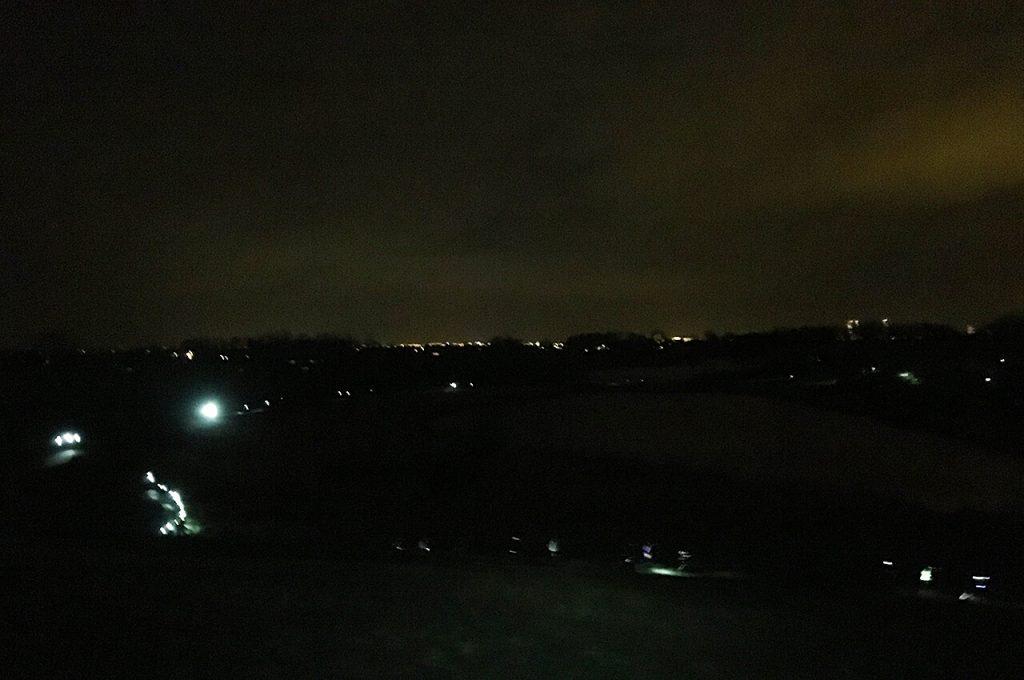 Uitzicht over alle lampjes bij de Petzl Night Trail