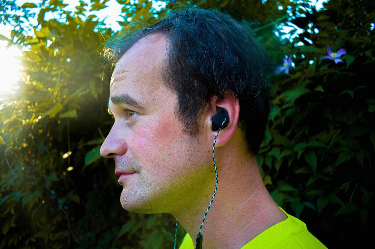 Muziek aan het luisteren met de URBANEARS Reimer oordopjes