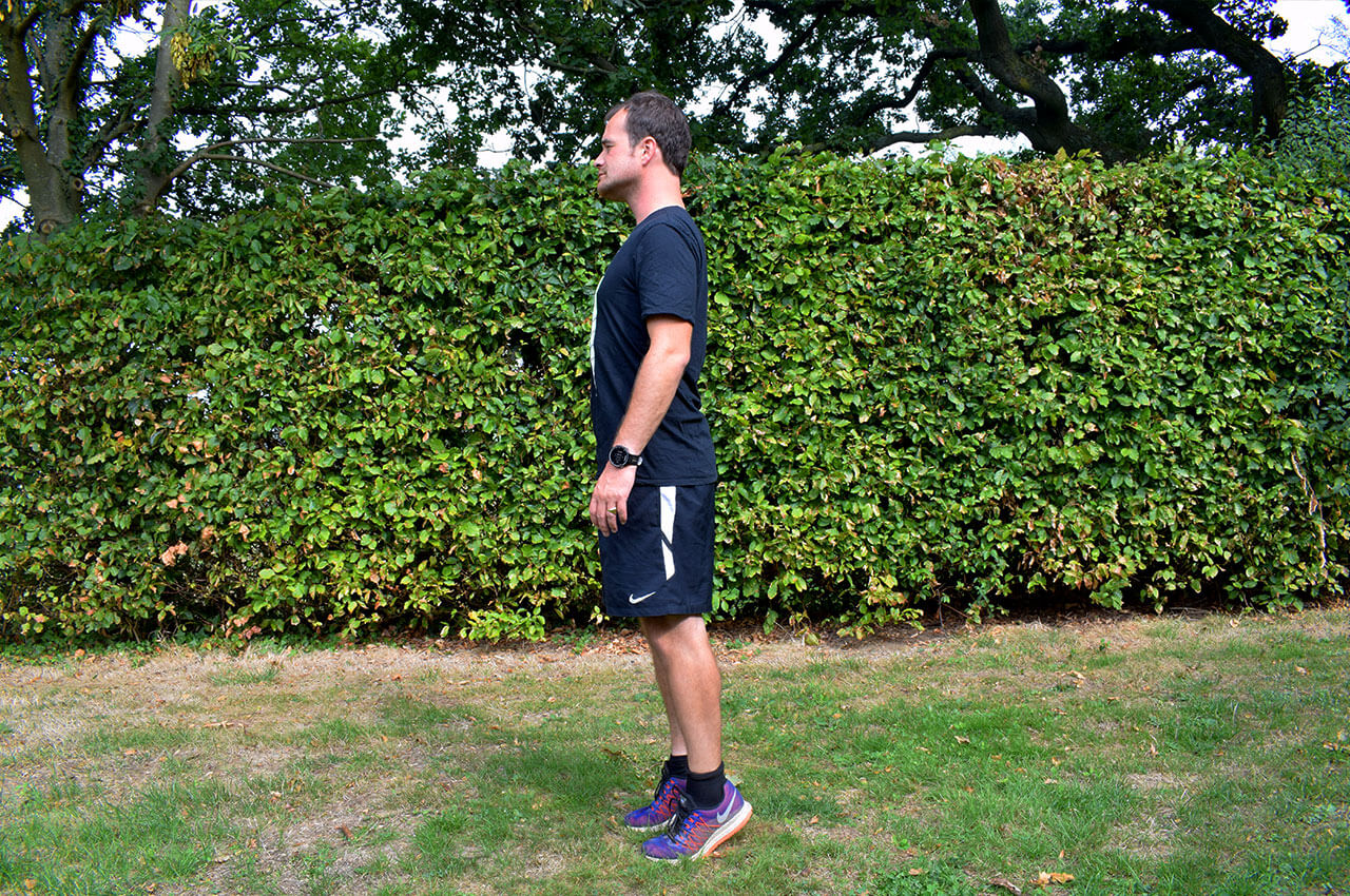 Kuiten versterken met de standing calf raises voor krachtingtraining hardlopen