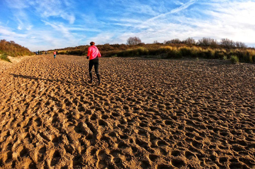 Hardlopen over het losse zand