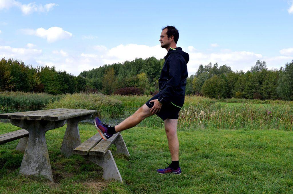 Hamstring oprekken tijdens de warming up hardlopen