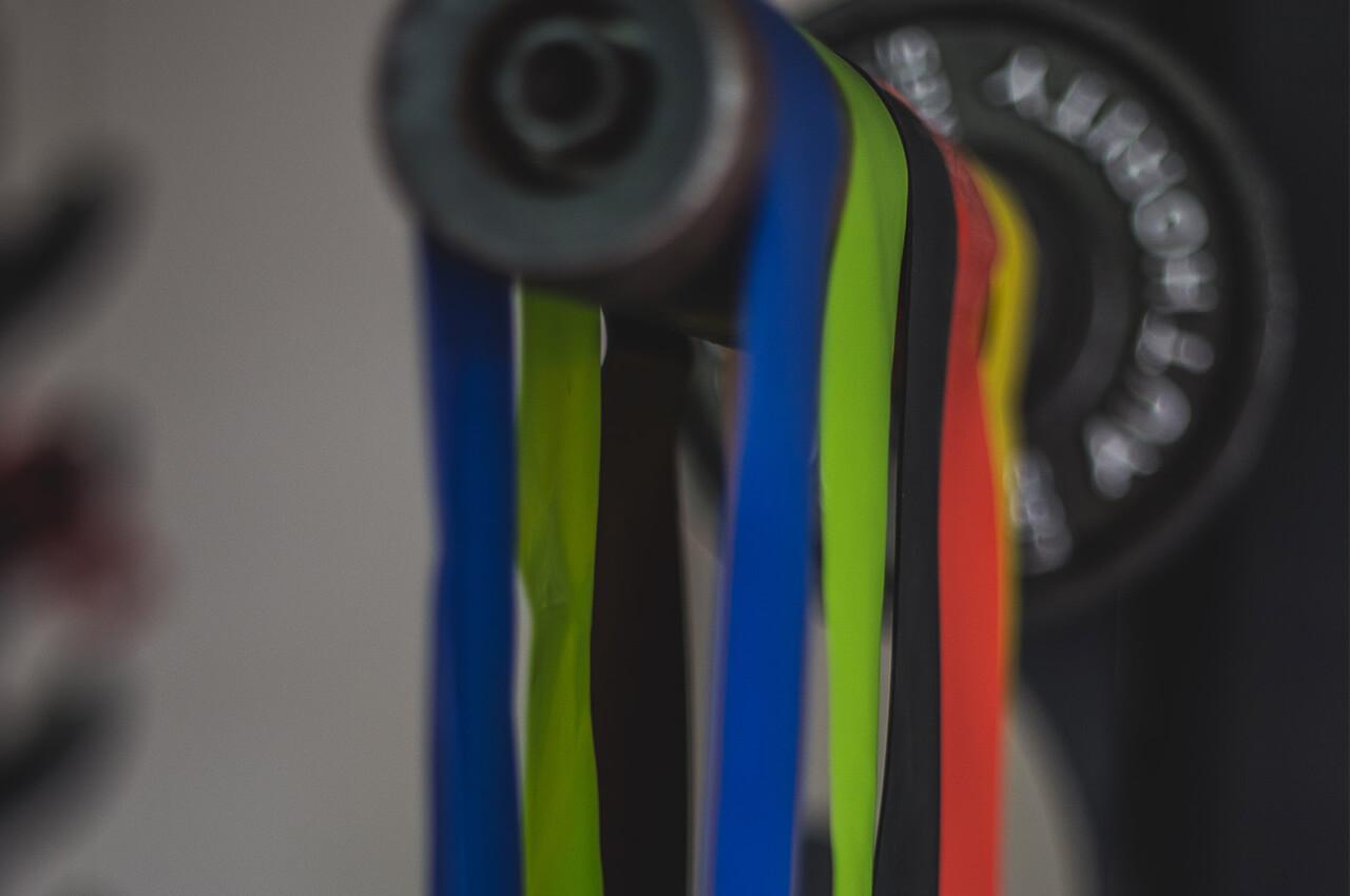Weerstandsbanden set ideaal hulpmiddel bij thuis fitnessen