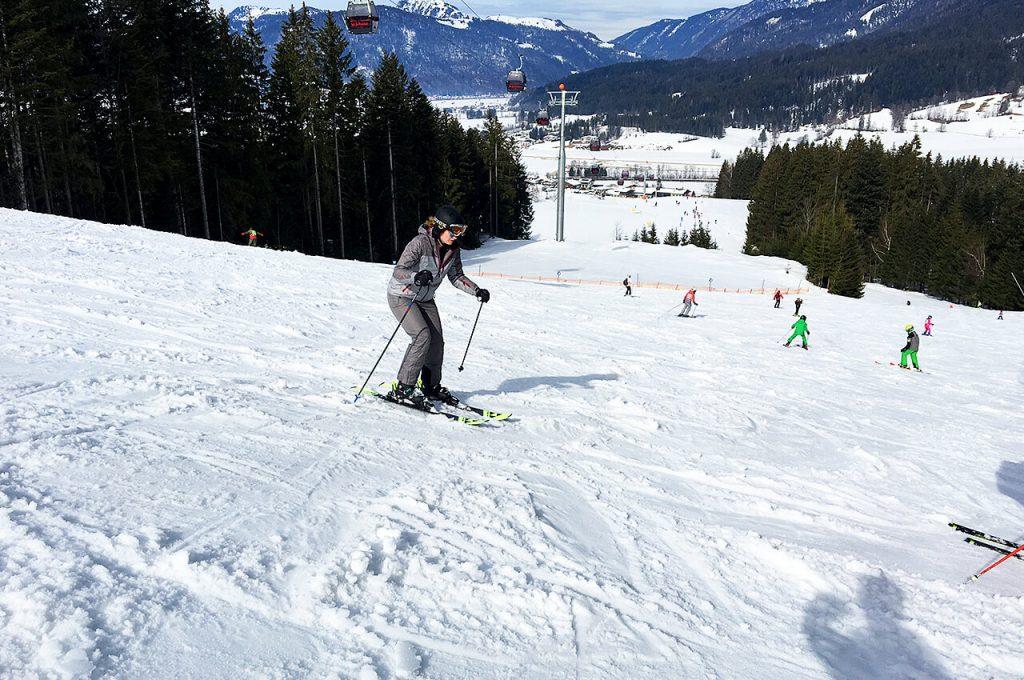 Gabriella op de ski's op wintersport