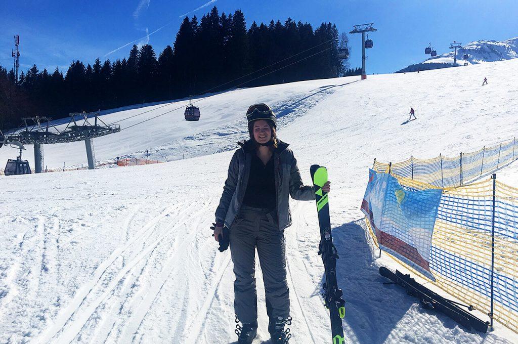 Gabriella eerste ski lessen op wintersport